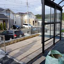 平板のテラス敷き込みが完成、これから植物を植えこみます。