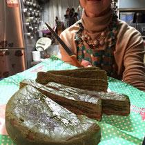 スイーツ研究家の圭子さんが焼いてきてくれた抹茶風味のバウムクーヘン