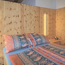Eich Schlafzimer aus Zirbe Vollholz...
