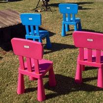 こんなかわいい色のお子様用の椅子が用意されています。