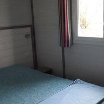 lot et bastides  chalet framboise chambre lit 140
