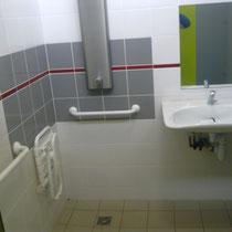 lot et bastides douche en lavabo voor gehandicapten 1