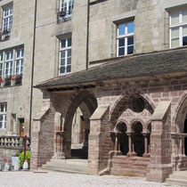 Photo de l'arche complète du cloître, les autres ayant été détruites