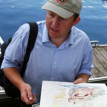 Notre ami Anglais, propriétaire du bateau... et de l'aquarelle encore humide qu'il tient en main !
