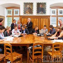 Zu Beginn des 11. Dialogue on Science der Academia Engelberg treffen sich junge Studenten und Referenten zu einem kurzen Workshop im Kloster Engelberg.