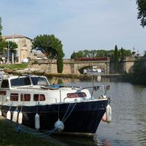 Hafenbecken des Canals in Castelnaudary