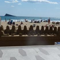 Sandkünstler am Strand von Benidorm