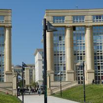 Eingang zur Uni