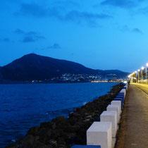 Küstenstraße bei Nacht