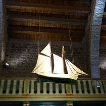 Schiff in der Kirche