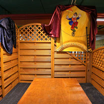 Zirkus-Ecke, 6-8 Sitzplätze, Blick zur Eisfläche