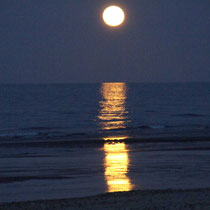 vollmond an der playa punta bufeo