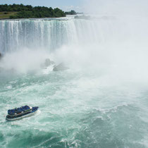 """""""maid of the mist"""" mit 600 personen an bord"""