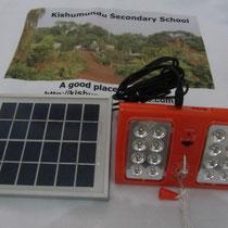 Die im Solarprojekt zur Anwendung kommende Solar-LED-Lampe von Villageboom.