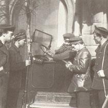 1918 Петроград. Проверка документов