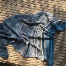 Hauptfarbe petrol (Tuch gestrickt und fotografiert von Martina Hummel)