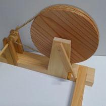 綿花を育てられた方から、糸車のご相談です。そんなに本格的ではないとのことで、コンパクトサイズでの製作となりました。