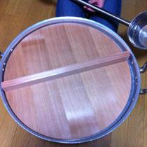 芋煮のため購入した大鍋に合わせて、蓋を作成しました。寸法も思いのまま、オーダーメイドならではのサービスです。