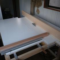 ご依頼ではありませんが、アトリエの自作テーブルソーです。丸鋸を取り付けたもので、様々な加工に対応できます。