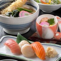 寿司三貫と海老天うどん 1180円(+税)