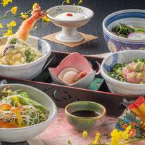 いろどりミニ丼セット 1380円(+税)
