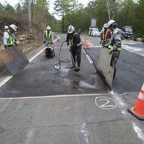 道路補修作業