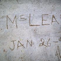 Firma incisa sulla parete da un soldato americano.