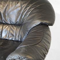 ... wir ersetzen die beschädigte Lederpartie mit farblich passendem Leder.