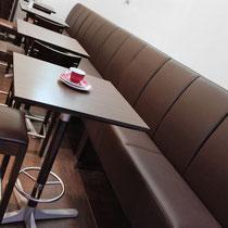 Auch für die Gastronomie bieten wir Lösungen an - hier für neue Sitzgelegenheiten in einem Cafe.