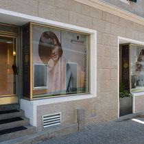 Schaufensterbeklebung und Fassadengestaltung Salon Hairpoint