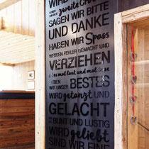"""""""Hausregeln"""" Granatalm Penken - lasergeschnittene Acrylglasbuchstaben auf Schwarzstahl in XL"""