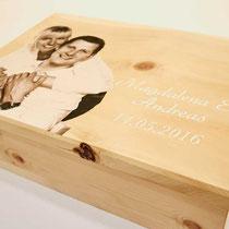 Geschenkidee aus Holz zur Hochzeit - edler Fotodruck auf Zirbenholzkiste