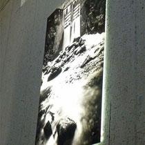 Setzt Fotokunst und Bilder in Szene - LED-hinterleuchtetes Acrylglas direkt bedruckt