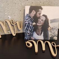 Schriftzug aus Holz als Deko für eine Hochzeit