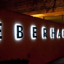 Leuchtschrift Eberharter Installationen, Mayrhofen