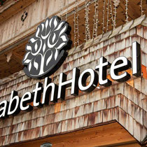 Leuchtschrift Elisabeth Hotel, Mayrhofen