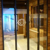 Beklebung für Glas-Schiebetüren im Ski-Restaurant Granatalm Penken