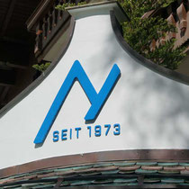Fassadenbeschriftung nach Logo-Relaunch für Sportshops Nenner, Tux