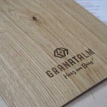 Klemmbretter aus Eichenholz für Speisekarten mit Logogravur, Granatalm Penken