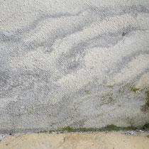 Ursache: Undichte Regenrinne Massnahme: Dichten-Rinne, Sanierputz, Mineralfarbe