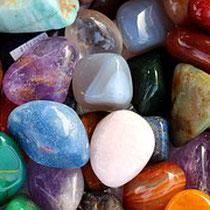 Abbildung bunte Steine als Symbol für Vielfalt