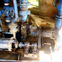 Wasserturbine treibt Pumpe an
