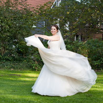 So kommt das Brautkleid und die Schleppe gut zur Geltung