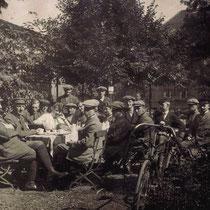 """""""Commers"""" nach dem Rennen,  Bild von 1919 , Foto von  www.Blitzrad.de"""