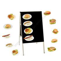 Kundenstopper eines Imbisses, mit auswechselbaren Angeboten auf Magnetfolie. Die Gerichte wurden so fotografiert, dass sie im Vorbeifahren schnell erkennbar sind. Zwecks besserer Erkennbarkeit, wurde auf den typischen Style der Food-Fotografie verzichtet.