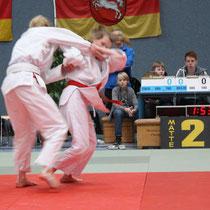 Berit Schulz (rechts) im Angriff zum Schulterwurf
