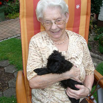 Christa's mother Anneliese, who lives with us in our house, had a lot of fun with the puppies.