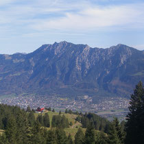 Der Ausgangspunkt Berghaus Malbun - hinten die Drei Schwestern