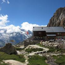 Die freundlich und professionell geführte Allmagellerhütte mit prächtigem 4-Tausenderpanorama