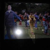 モニター上で踊りに参加するBunbun